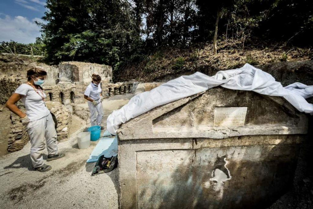 Arqueólogos en Pompeya encuentran esqueleto que da luz sobre el idioma griego
