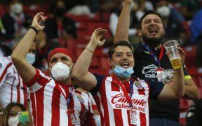 Los aficionados de Chivas exigieron la salida de Vucetich tras la derrota ante León. (Foto: Mexsport).