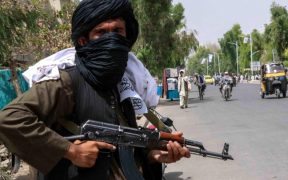 Los talibanes buscan a personas que trabajaron con EU y la OTAN para castigarlas, según el NYT