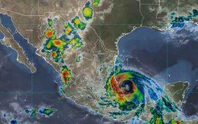 """Huracán """"Grace"""" se fortalece a categoría 3 en su trayecto por costas de Veracruz"""