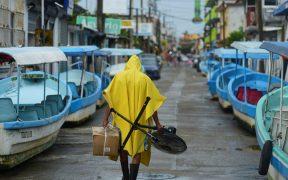 """AMLO pide a la población que se resguarde ante llegada del huracán """"Grace"""" a Veracruz"""