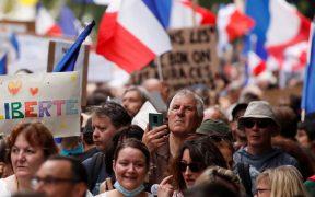 Decenas de miles protestan en Francia contra el certificado sanitario