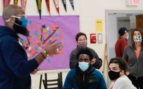 Ordenan vacunación para personal de escuelas públicas de Nueva York