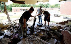 """Equipos de rescate buscan desaparecidos en Tennessee tras """"devastadora"""" inundación"""