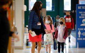 Escuelas en EU revierten clases presenciales por la Covid-19