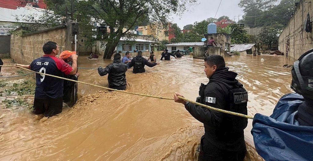 """Anuncia AMLO censo en Veracruz para ayudar a damnificados por huracán """"Grace"""""""