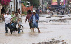 """24 de los 62 municipios afectados por el huracán """"Grace"""" en Veracruz recibirán atención """"urgente y emergente"""", informa Protección Civil"""