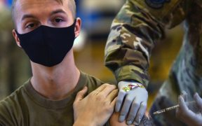 pentagono-urge-vacunar-contra-covid-19-tropas-estadounidenses