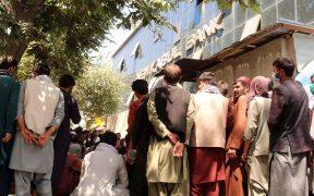Rusia comienza la evacuación de Afganistán; realiza maniobras militares en Tayikistán