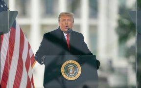 Siete policías demandan a Trump por asalto al Capitolio