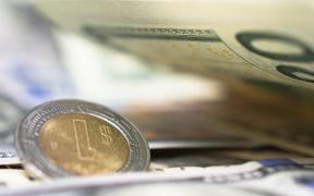 La Fed le marca el ritmo al peso mexicano; dólar bajó 16 centavos en la jornada