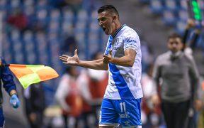 Álvarez festeja el gol para el primer triunfo del Puebla. (Foto: Mexsport).
