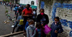 INM otorgará documentos migratorios a embarazadas y niños que viajan en caravana