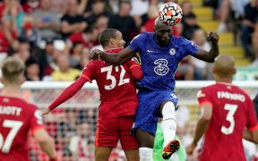 No hubo tregua entre Chelsea y Liverpool. (Foto: EFE).