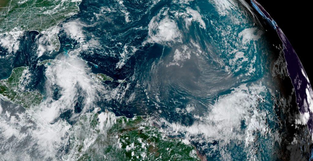 """Huracán """"Ida"""" se fortalece y alcanza categoría 4; impactará Luisiana"""