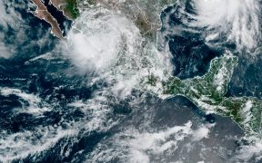 "Suspenden regreso a clases presenciales en Sinaloa por tormenta tropical ""Nora""; serán en línea"