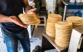 Tortilla sube hasta tres pesos por kilo, pese a medida en precios del gas LP