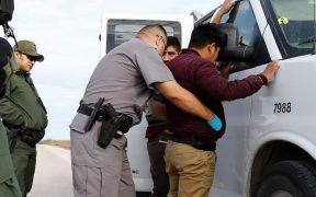 Aseguran que migrantes arrestados en Texas pasan meses en la cárcel antes de comparecer ante un juez