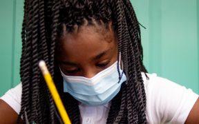 Gobierno de Biden investiga a 5 estados que han bloqueado orden de usar cubrebocas en escuelas