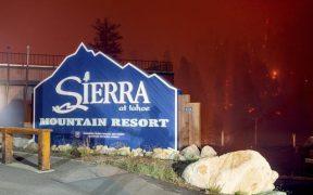 Incendios forestales obligan a miles de personas a salir del complejo turístico de Lake Tahoe