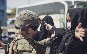 Últimas tropas de EU salen de Afganistán; Pentágono da por terminada su misión tras 20 años de guerra