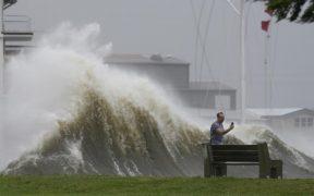 """Ida"" se degrada a depresión tropical sobre Mississippi"