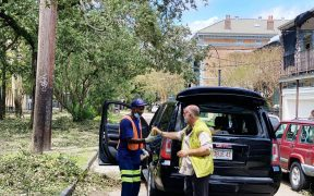 El chef José Andrés y su ONG viajaron a Nueva Orleans para alimentar a los afectados por el huracán Ida