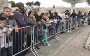 """Juez federal critica que EU sea el """"único país"""" que frena el asilo con un programa como """"Quédate en México"""""""