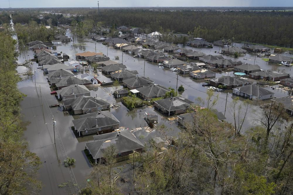 Restablecen energía en algunas partes de Nueva Orleans; residentes de Luisiana buscan refugio y comida