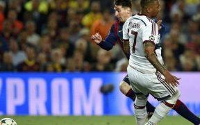 La jugada de Messi dejó humillado a Boateng. (Foto: Diario Olé),
