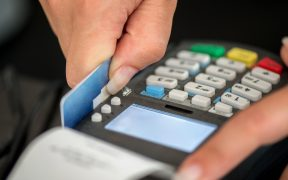 Cae la confianza del consumidor por segundo mes consecutivo; baja 1.2 puntos en agosto, revela Inegi