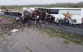 Accidente carretero en Sonora dejó 13 muertos, entre ellos un niño, rectifica Fiscalía tras análisis forense; reportan 30 heridos