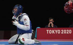 García celebra tras ganar su Final de Parataekwondo y el oro paralímpico. (Foto: Conade).