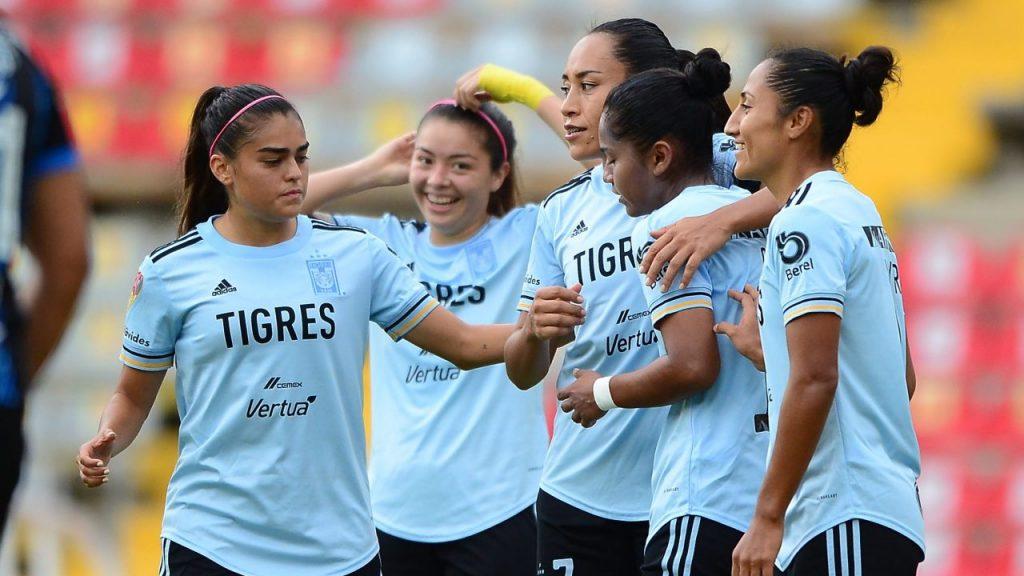 Las jugadoras de Tigres celebran su triunfo sobre Querétaro. (Foto: Mexsport).