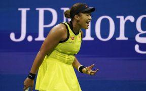 Naomi Osaka reaccionó con frustracción en el duelo donde fue eliminada. (Foto: AP).