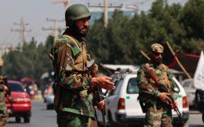 Talibanes impiden salida de aviones con estadounidenses, dice congresista