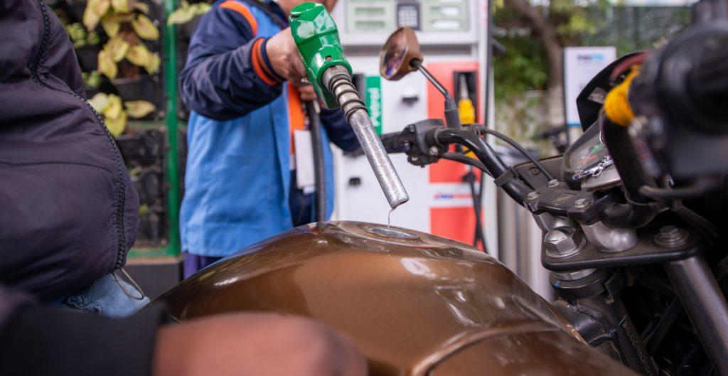 Gasolina premium sin freno; marca nuevo máximo de 22.44 pesos su precio promedio