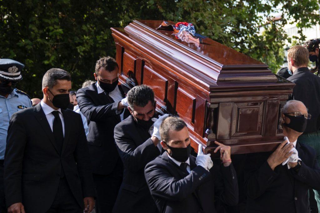 Cientos de personas se despiden del compositor griego Theodorakis