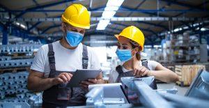 Mexicanos trabajan más horas, pero con menos resultado; productividad laboral cayó 11% anual