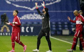 Firmino, Alisson y Fabinho no podrán jugar la siguiente jornada con el Liverpool. (Foto: Reuters).
