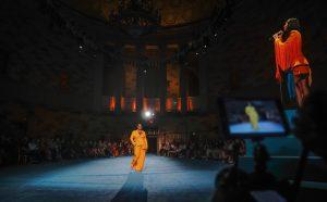 Christian Siriano inicia la Semana de la Moda de Nueva York a todo color