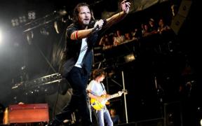 Eddie Vedder presenta el primer sencillo de su nuevo álbum en solitario, 'Earthling'