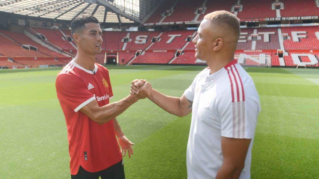 Cristiano Ronaldo fue entrevistado por Wes Brown en Old Trafford. (Foto: ManUtd).