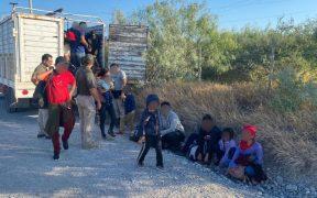 INM detiene a 103 migrantes abandonados en un camión en Tamaulipas