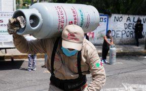 Trabajadores de Gas Bienestar se manifiestan en Iztacalco por falta de pago