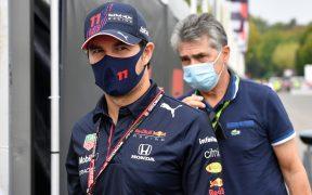 Pérez sacrificó una vuelta para ayudar a Verstappen. (Foto: Reuters).