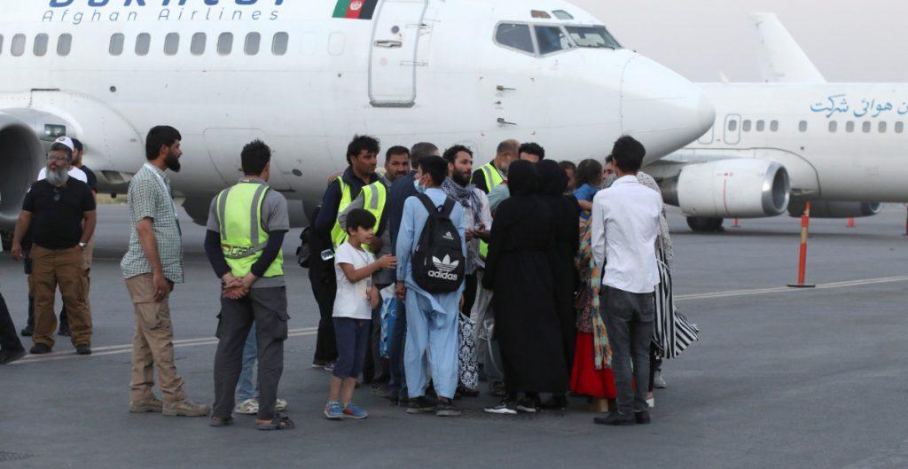 EU suspende los vuelos con afganos tras detectar casos de sarampión