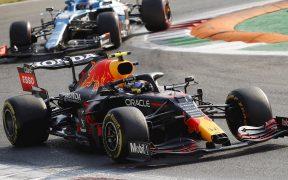 Checo Pérez volvió a sufrir en la calificación sprint. (Foto: Reuters).