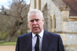 El príncipe Andrew recibió notificación de demanda por abuso sexual a una menor