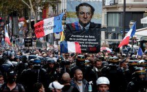 Miles protestan contra la vacunación anti Covid-19 en Francia y Estambul